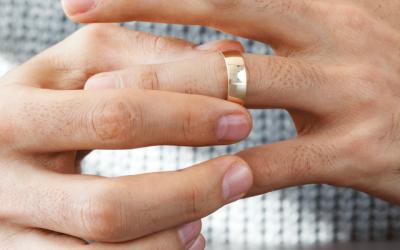 Ook de trouwring moet af: vijf redenen